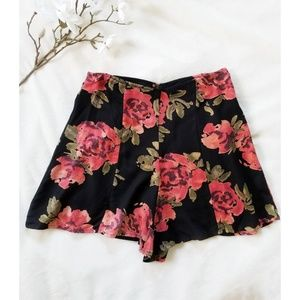 Kimchi Blue UO Floral High Waisted Flowy Shorts